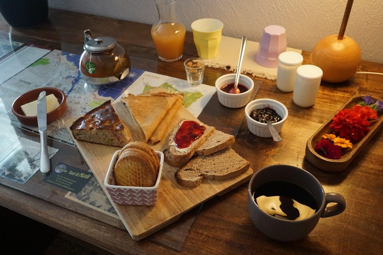 le petit déjeuner des chambre d'hôtes de kerioret izella