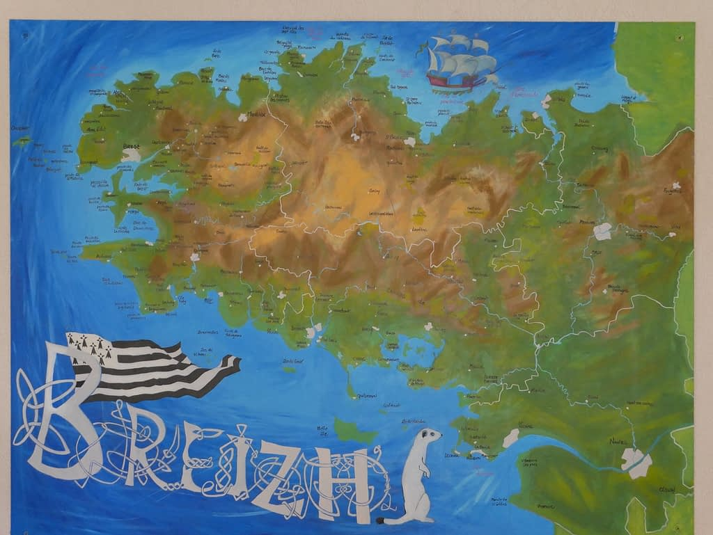 peinture d'une carte de bretagne a douarnenez
