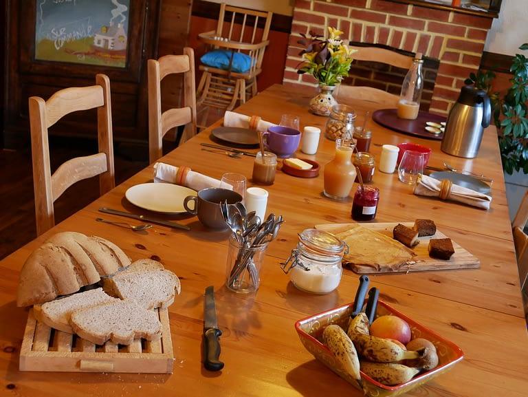 petit dejeuner d'une chambre d'hotes pres de douarnenez