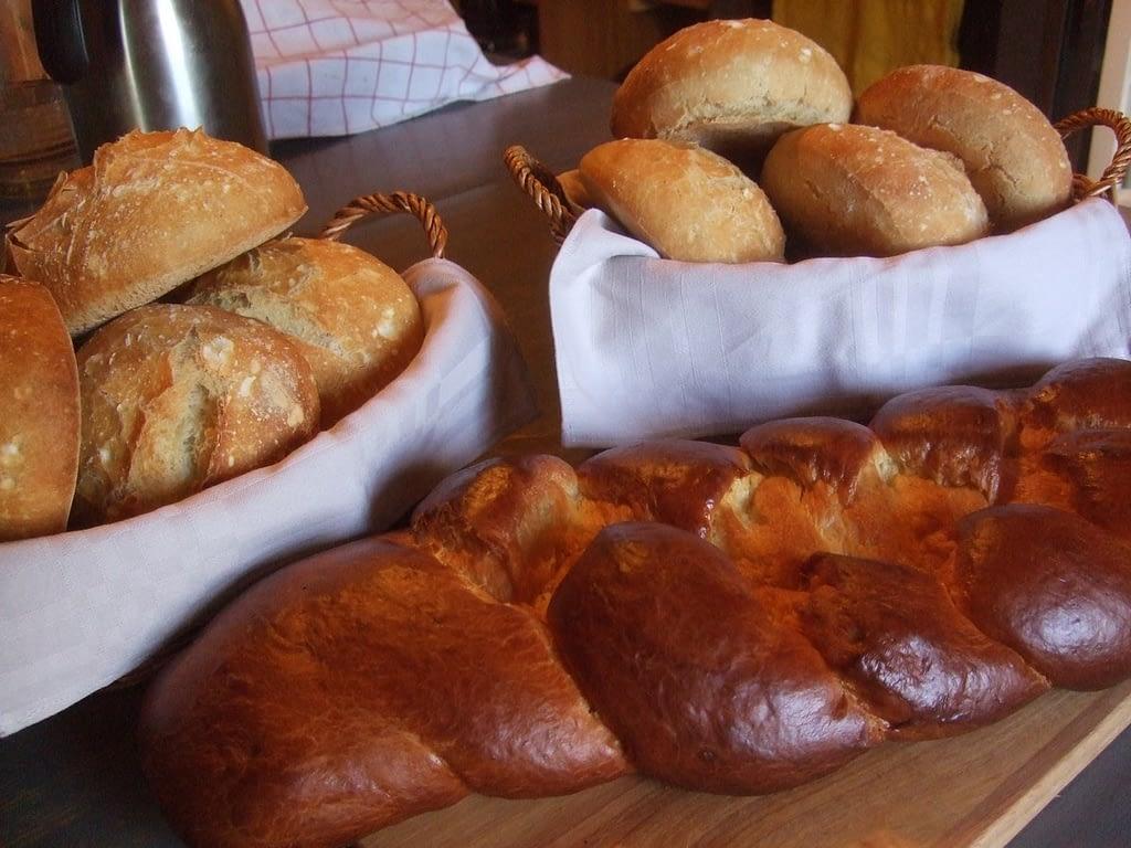 Brioche et pains maison petit déjeuner chambre d'hôtes Bretagne