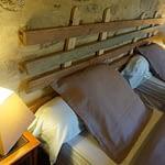 tete de lit d'une chambre d'hotes familiale a douarnenez